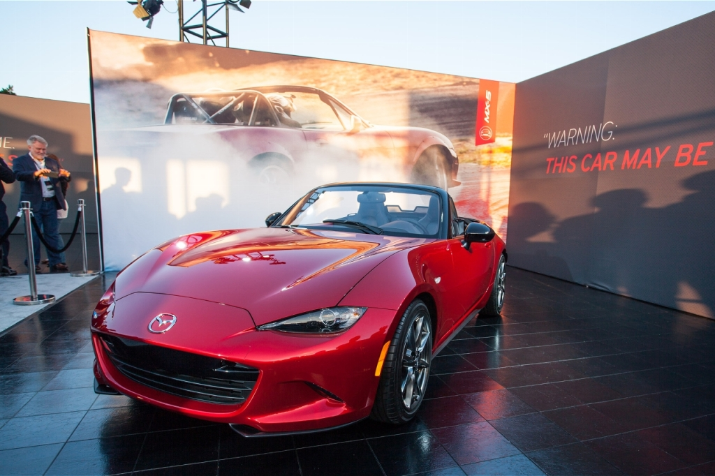 2016-mazda-mx-5-miata-live-reveal-front-three-quarters-03